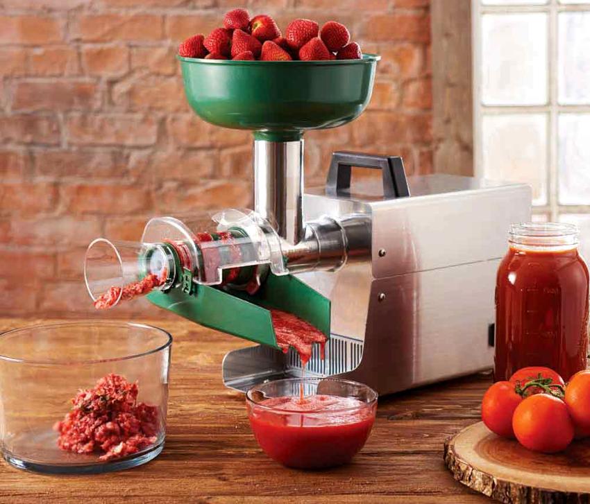 Чаще всего потребитель отдает предпочтение именно электромясорубке шнекового типа с соковыжималкой для томатов