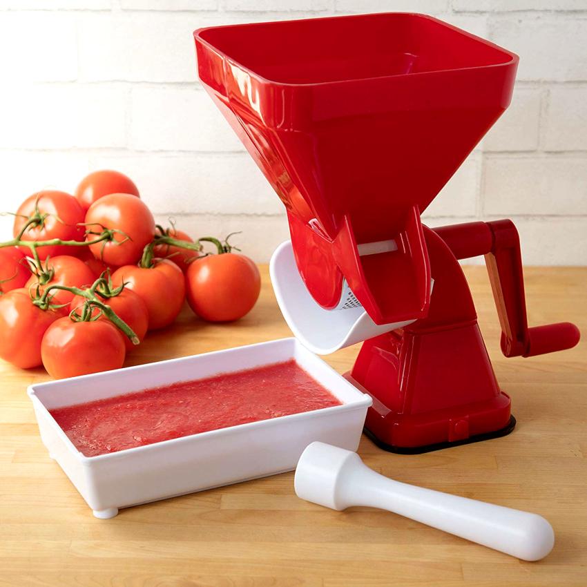 Очень популярными являются механические ручные соковыжималки для томатов