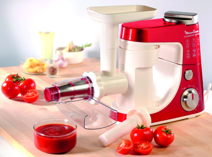 Оптимальным вариантом для получения томатного сока считается электрическая шнековая соковыжималка