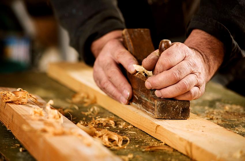 Деревянные детали для столешницы необходимо обработать рубанком