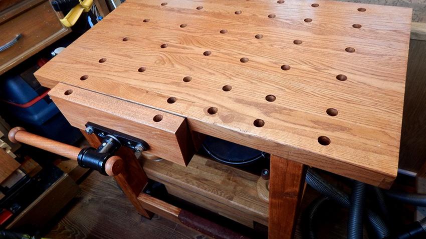 Тиски для верстака бывают универсальные, специальные, ручные и стуловые