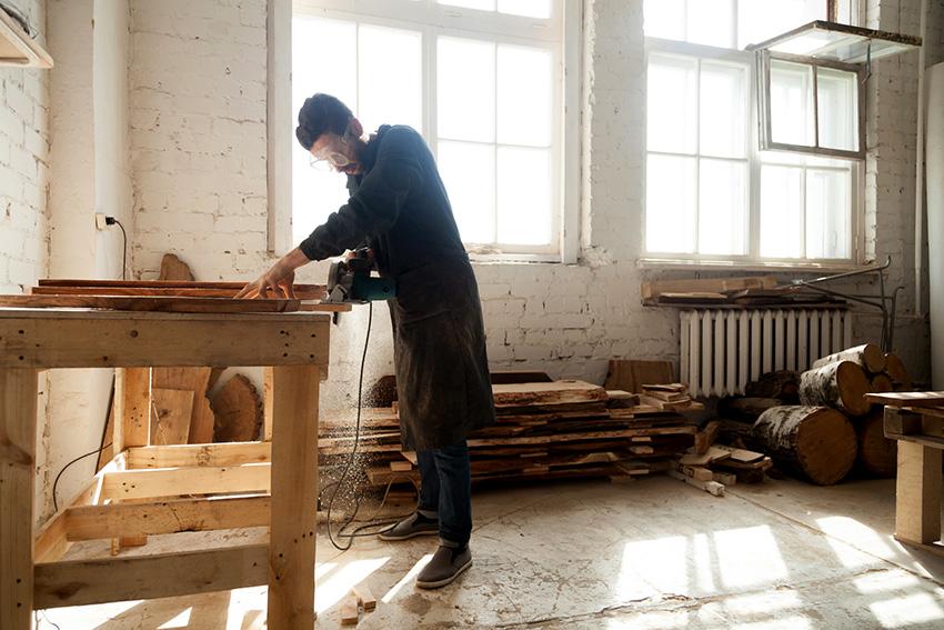 Раму столярного верстака производят из дерева, реже из металла