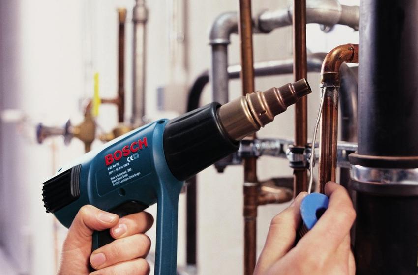 Корпусы промышленных фенов выдерживают большие температуры нагревания без деформирования