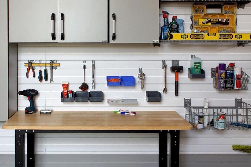 Стандартная высота стола в гараже составляет 80 см