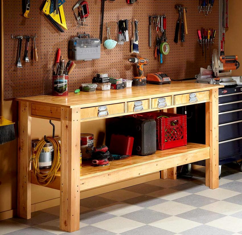 Для создания деревянного верстака понадобится пара опорных стоек и брусья для их скрепления