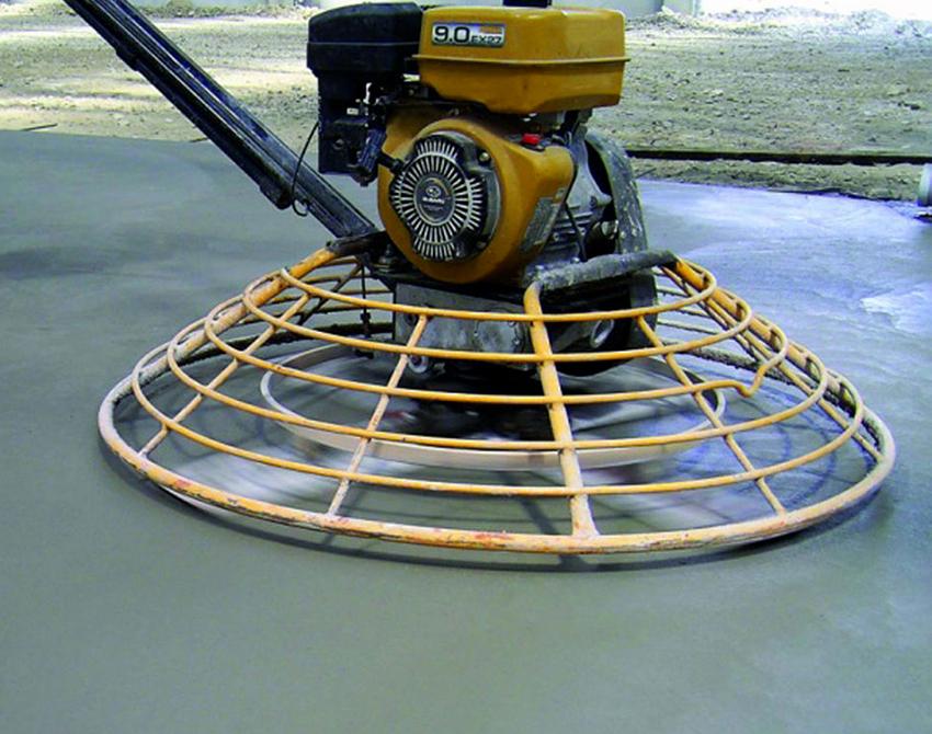 После того как состав нанесли, поверхность необходимо тщательно разгладить и отполировать