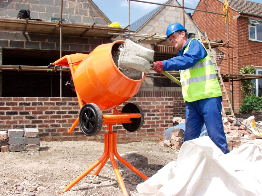 Бетоносмеситель – это устройство для замешивания бетона и других растворов
