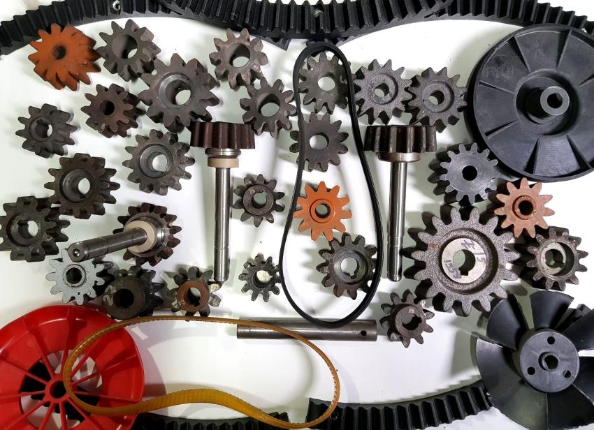 Наиболее востребованными запчастями являются ручейковые ремни, приводные шестерни и пусковые кнопки