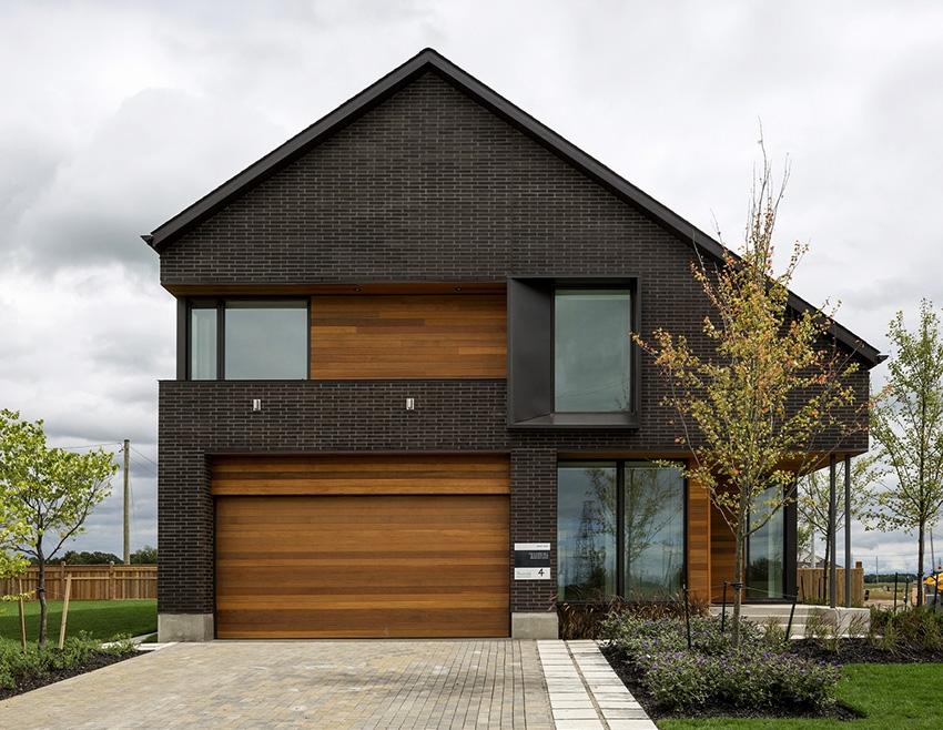 К современным вариантам обшивки фронтона относятся: пластик, профилированный лист, блок-хаус и вагонка