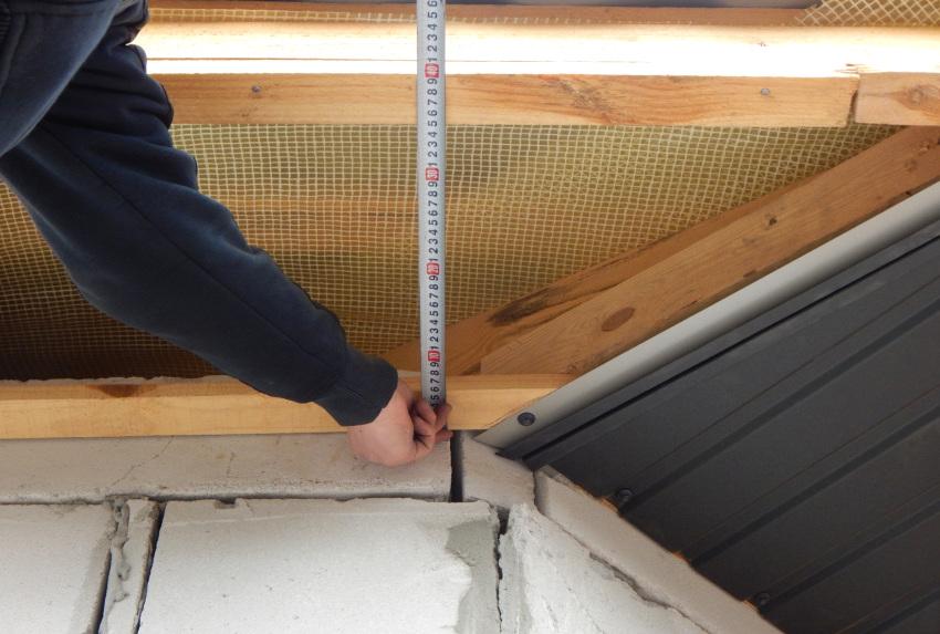 Обустройство карнизного свеса производится удлинением стропильных ног или увеличением длины стропил кобылками