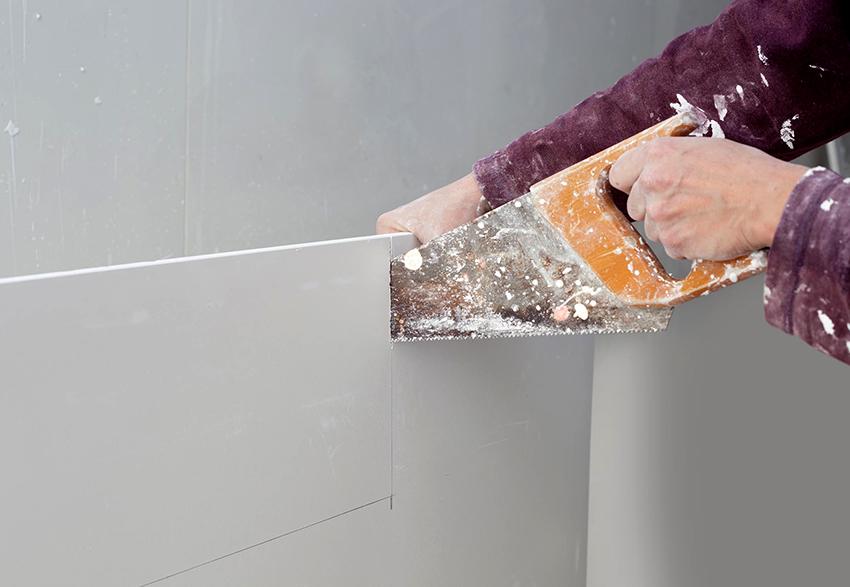Для резки ГВЛ используют пилы, болгарки и ножи по металлу