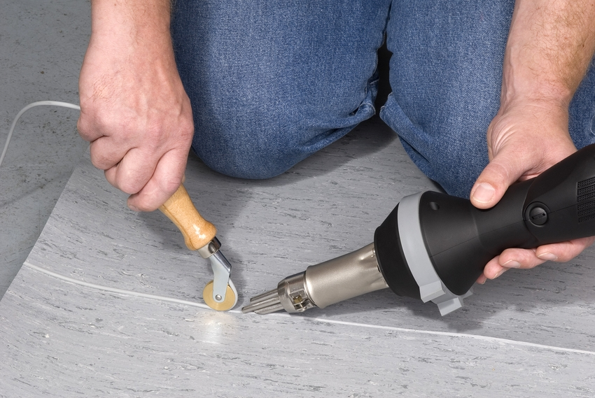 Для соединения стыков большой протяженности лучше использовать горячую сварку