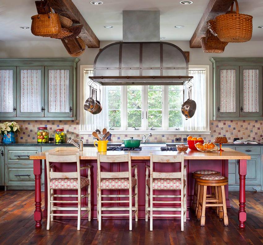 Классическим вариантом для кухни считается купольная вытяжка