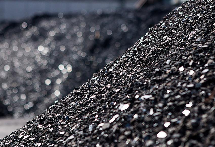 Кроме песка используют никель и купершлак, гранатовый песок, стеклянную и нержавеющую дробь, а также электрокорунд