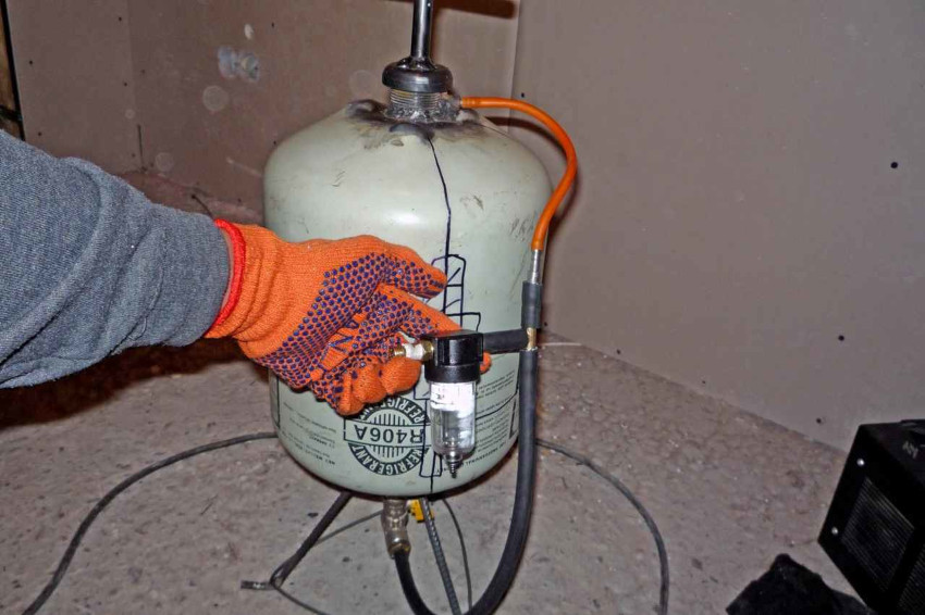 Пескоструйные аппараты можно разделить на всасывающие, вакуумные и пневматические