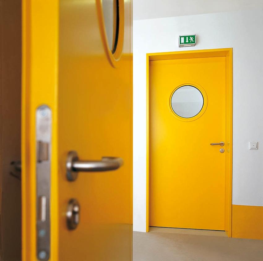 ГОСТ Р 57327-2016 классифицирует металлические противопожарные двери согласно конструкционным особенностям
