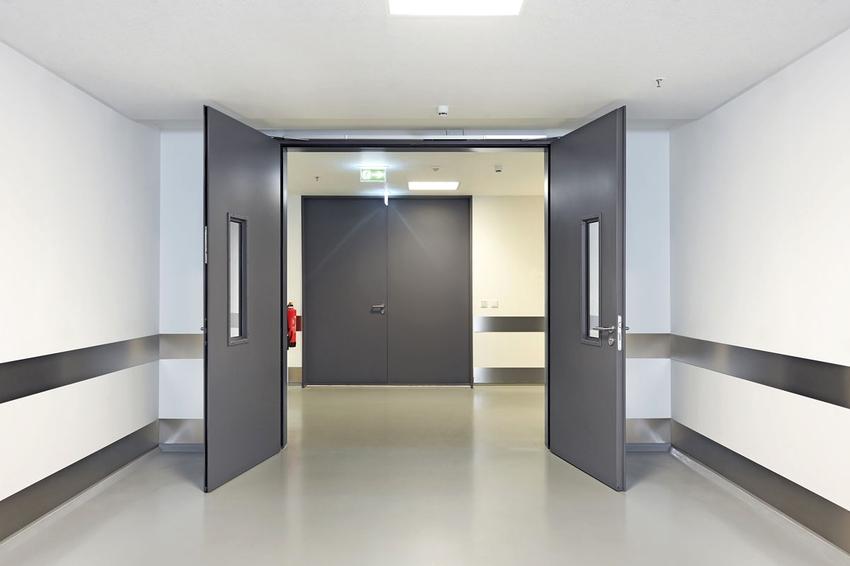 Противопожарные двери по типу конструкции бывают распашные, раздвижные и складные