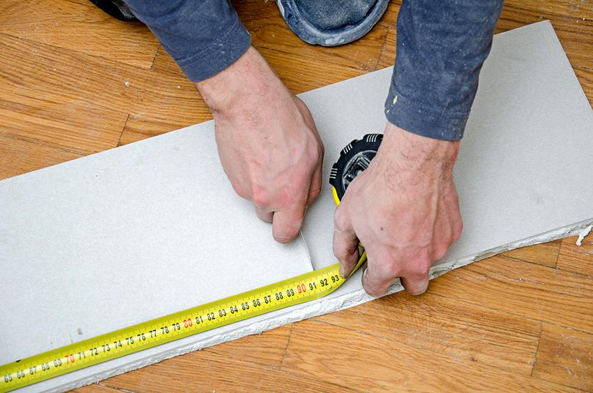 Разрезать ГВЛ-лист необходимо после выполнения разметки