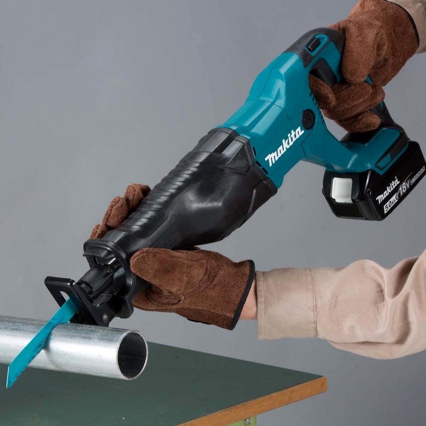 Профессиональная модель пилы Макита JR 3070 CT имеет возможность регулировки оборотов