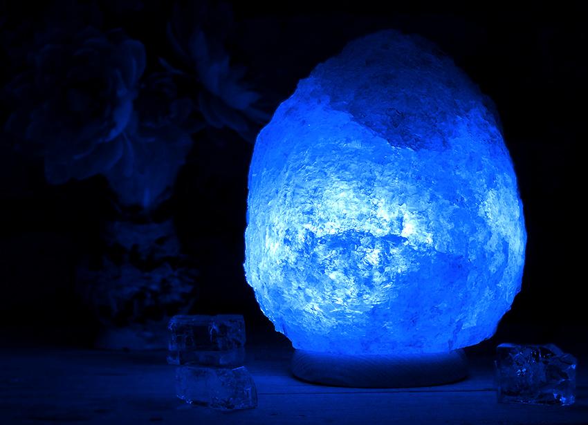 Синие и голубые лампы помогают успокоиться и расслабиться