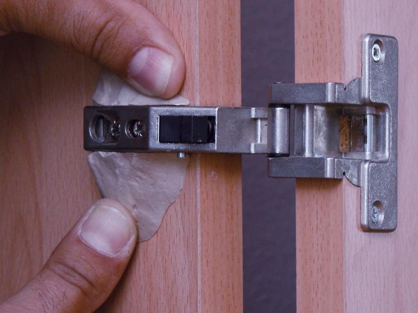 Готовая к применению сварка наносится на необходимые поверхности