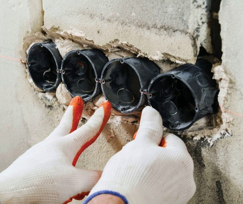 Для монтажа в несущих стенах чаще всего используют глубокие стаканы