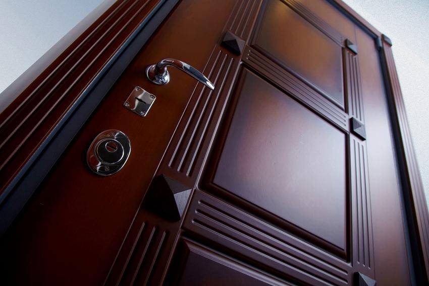 Толщина МДФ накладки для двери составляет 10-19 мм