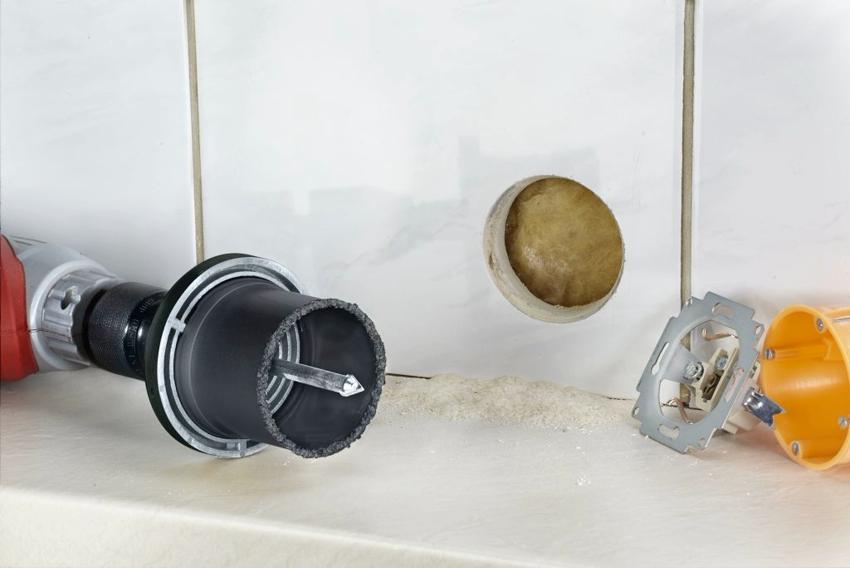 Сделать отверстия в тонких стенах намного легче, чем в бетоне