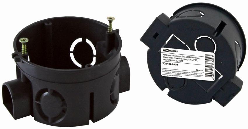 В монтажных стаканах предусмотрены специальные отверстия для проводов