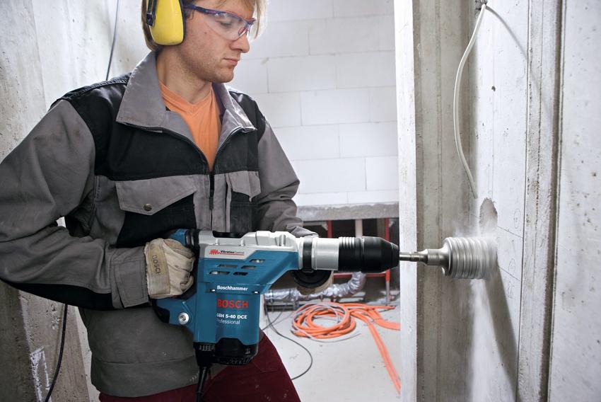 Коронка для сверления отверстий выбирается исходя из материала стены
