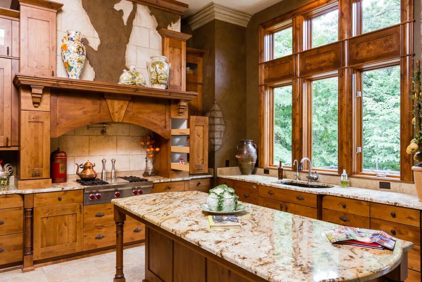 Г-образное расположение мебели на кухне с окном
