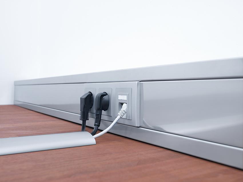 Расположение розеток в плинтусе с использованием электроустановочных кабель-каналов