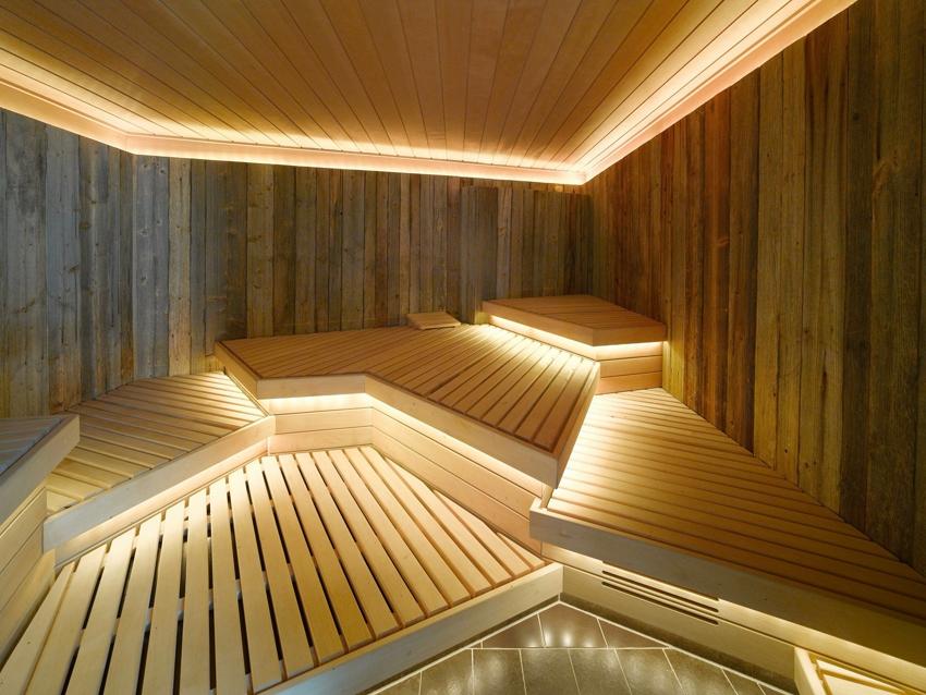 Светодиодная подсветка потолка и скамеек в бане