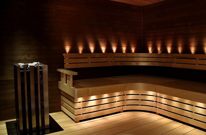 Оригинальная подсветка скамеек и спинок с применением оптоволоконных ламп