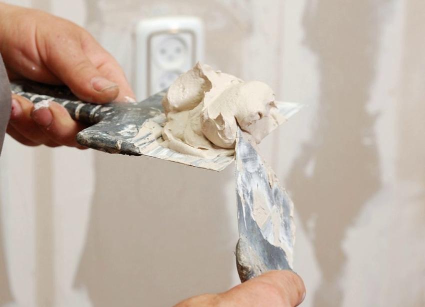 Для отделки стен и потолка применяются различные виды шпатлевки