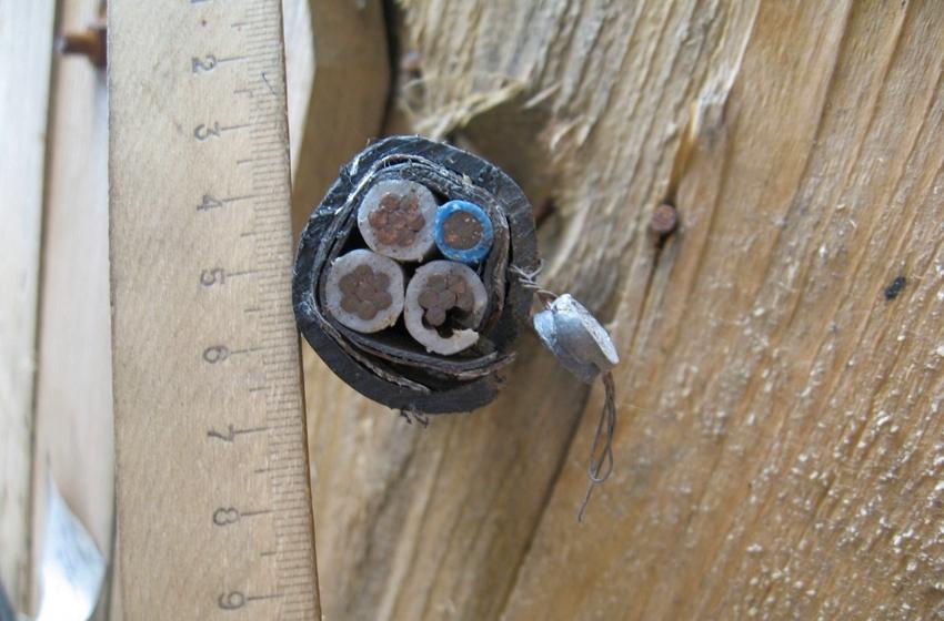Существует множество разновидностей бронированных кабелей