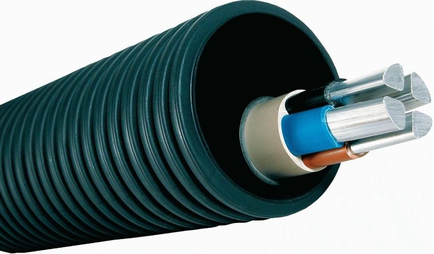 ПНД труба выступает в роли защитного кожуха для кабеля