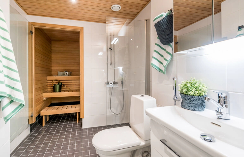 Небольшая сауна может занять место, на которой ранее располагалась ванна