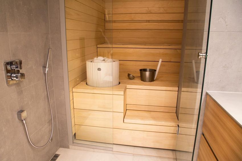В сауне с влажным паром влажность воздуха может увеличиваться до 45%