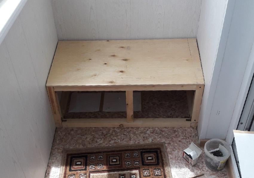 Обустройство поверхности дивана с ящиками для хранения