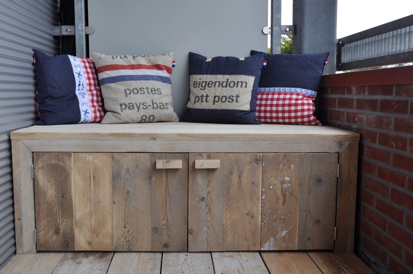 Для изготовления дивана можно использовать натуральное или искусственное дерево