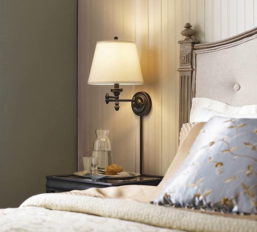 Дизайн светильника перекликается со стилевым выполнением кровати