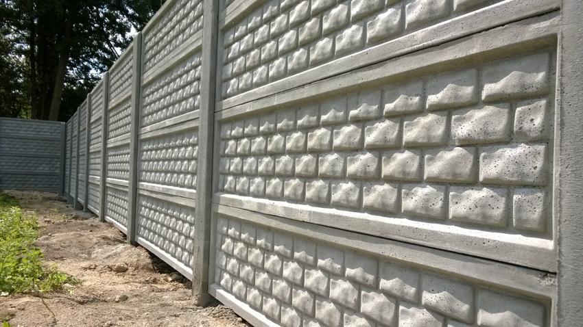 Забор из бетона, изготовленный своими руками