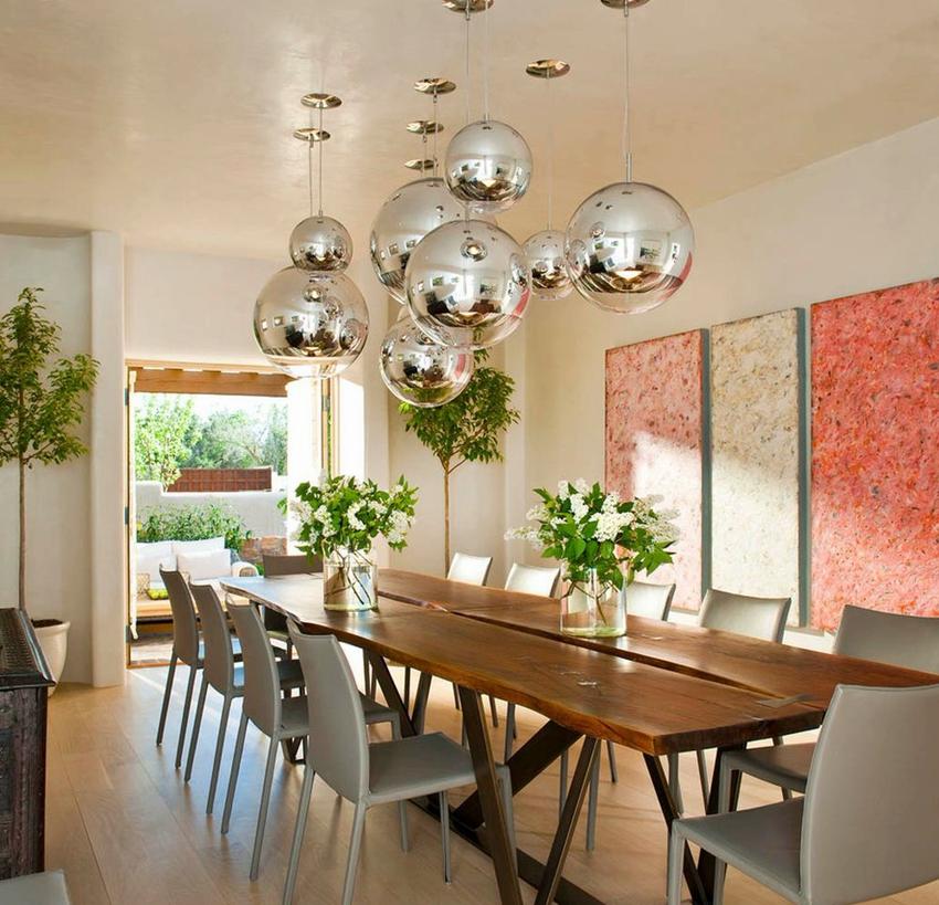 Светильники в форме шара - самые популярные модели для оформления обеденного пространства