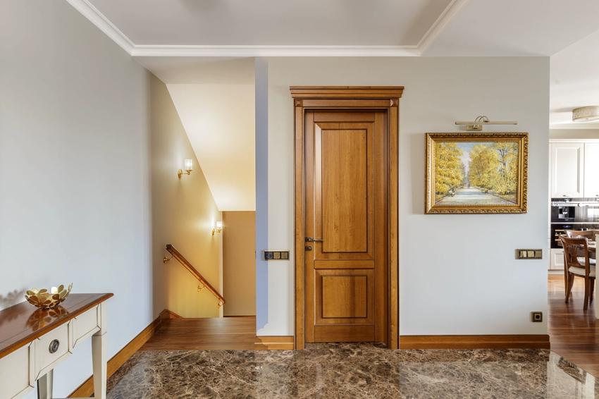 Красивый наличник может выступать в интерьере как декоративный элемент
