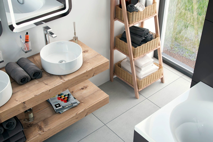 Натуральная древесина смотрится в ванной красиво и благородно