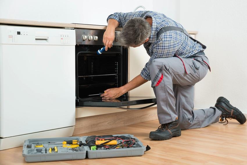 Место под установку духового шкафа необходимо предусмотреть еще на этапе планирования кухонного гарнитура